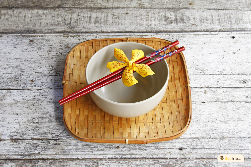 chopsticks-on-top-of-the-bowl